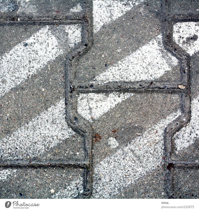 Berliner Grau mit Leuchtspuren weiß grau Hintergrundbild Beton Sicherheit Asphalt Verkehrswege diagonal Straßenbelag Textfreiraum Fuge Schilder & Markierungen