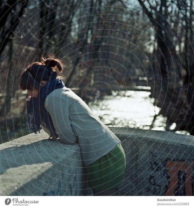 zu lange. Mensch Frau Natur Jugendliche Wasser schön Baum Winter Erwachsene Umwelt kalt feminin Gefühle Stimmung hell Park