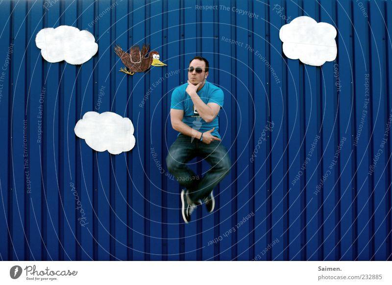 was geht ab du vogel??? Mensch Himmel Mann Jugendliche blau Freude Wolken Erwachsene Wand Bewegung springen Mauer Denken lustig Vogel Zufriedenheit