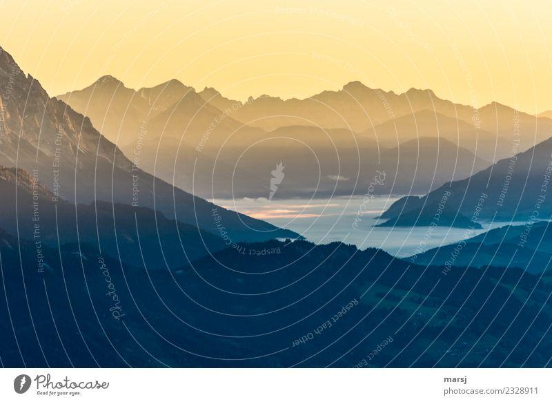 Neuanfang harmonisch Wohlgefühl Erholung ruhig Meditation Natur Schönes Wetter Felsen Alpen Berge u. Gebirge Gipfel Schlucht Ennstaler Alpen leuchten gold