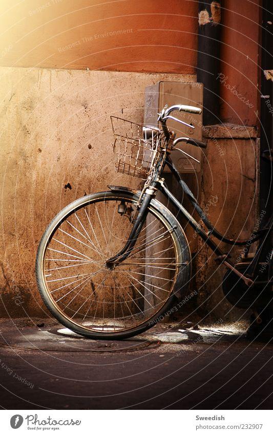 Got so far,, alt schwarz Straße Stimmung Fahrrad retro parken Korb Verkehrsmittel Fahrradlenker Fahrradreifen