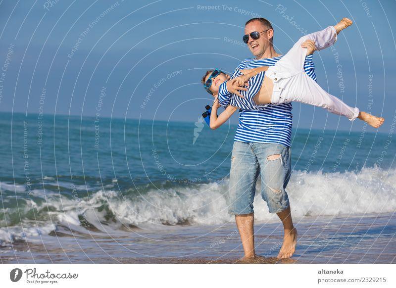 Kind Mensch Ferien & Urlaub & Reisen Mann Sommer Sonne Meer Erholung Freude Strand Erwachsene Leben Lifestyle Liebe Sport Familie & Verwandtschaft