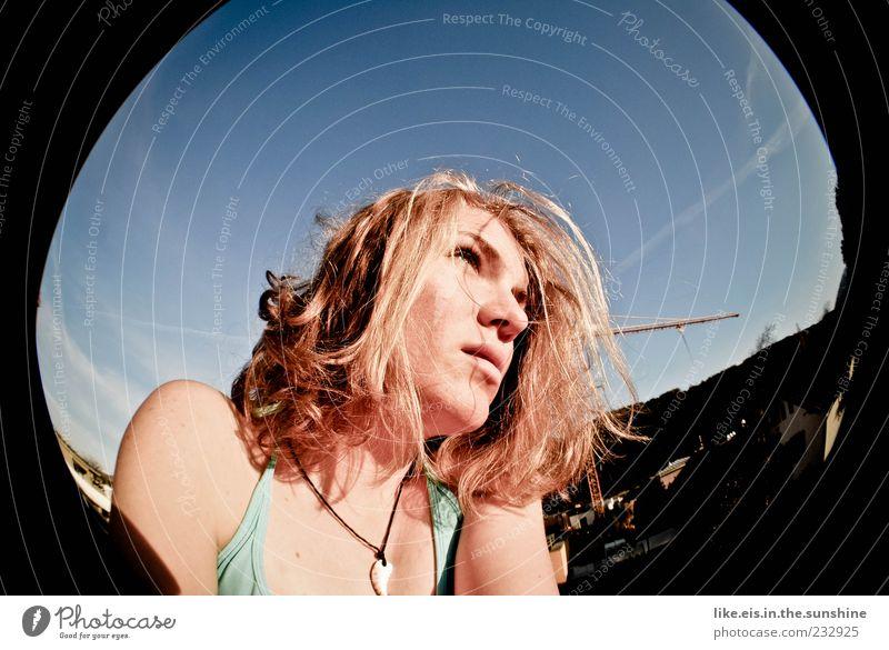 wie jetz, da ziehen wolken auf? Mensch Frau Jugendliche Sommer Erwachsene Erholung Leben feminin Kopf Haare & Frisuren Zufriedenheit blond Coolness 18-30 Jahre