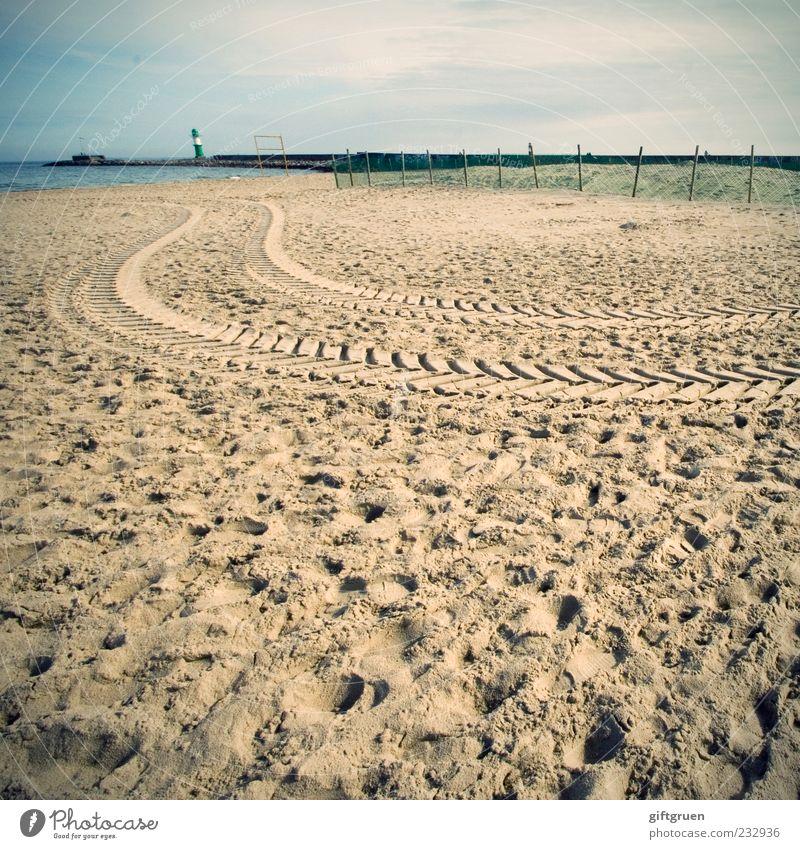 strandrallye Umwelt Natur Landschaft Urelemente Sand Wasser Schönes Wetter Küste Strand Ostsee Meer Turm Leuchtturm Bauwerk Gebäude Spuren Reifenspuren Fußspur