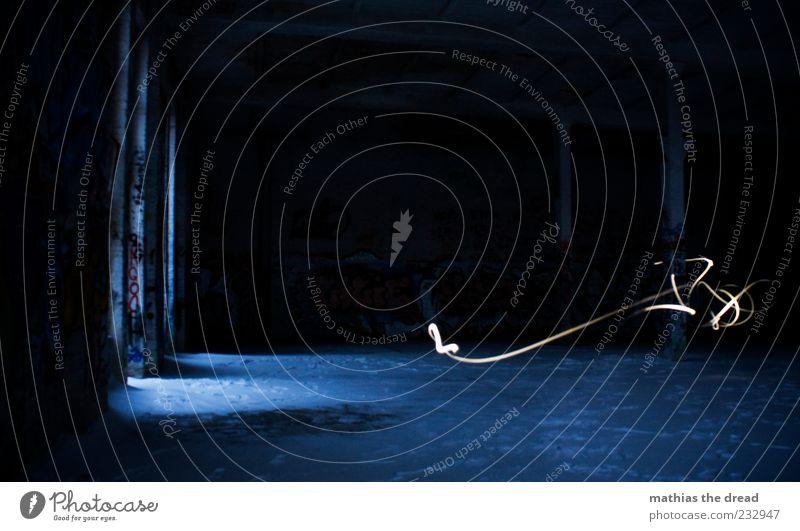 LICHTGEWUSEL Haus dunkel Fenster Gebäude Raum Streifen einzigartig Bauwerk Spuren Fabrik Ruine Saal Industrieanlage Erscheinung Nacht Lichtschein