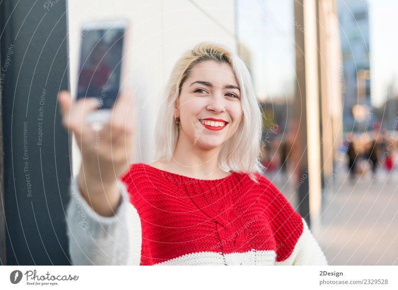 Frau Mensch Ferien & Urlaub & Reisen Jugendliche Junge Frau Sommer schön rot Erotik Freude Mädchen Gesicht Straße Erwachsene Lifestyle feminin