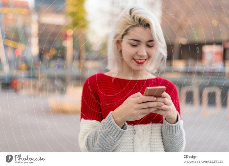 Frau Mensch Jugendliche Junge Frau schön Freude schwarz Erwachsene Lifestyle feminin Glück Business 13-18 Jahre modern Technik & Technologie blond
