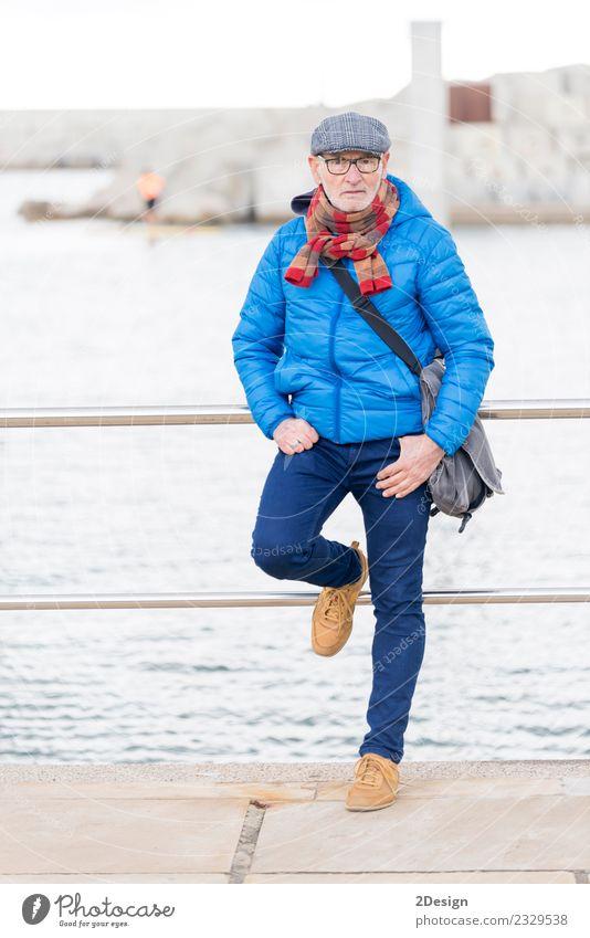 Mensch Mann blau Sommer weiß Sonne Meer Erholung Einsamkeit ruhig Freude Strand Erwachsene Leben Lifestyle Senior