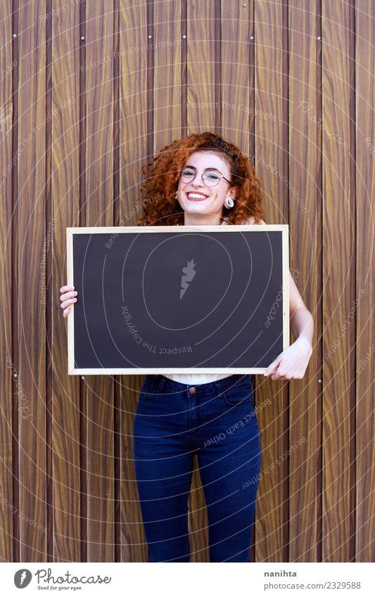 Mensch Jugendliche Junge Frau schön 18-30 Jahre Erwachsene Lifestyle lustig feminin Holz Stil Haare & Frisuren Arbeit & Erwerbstätigkeit frisch Lächeln