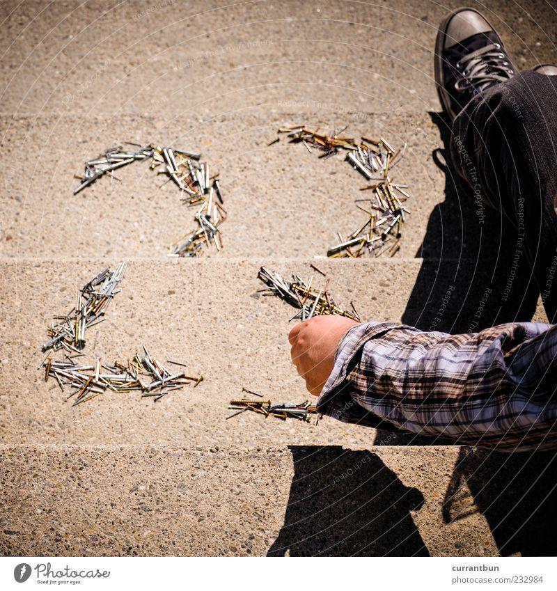 23 Schuhe Arme Beton Treppe Ziffern & Zahlen Zeichen Hemd skurril kariert Chucks sortieren Nagel Rätsel Anschnitt schrauben