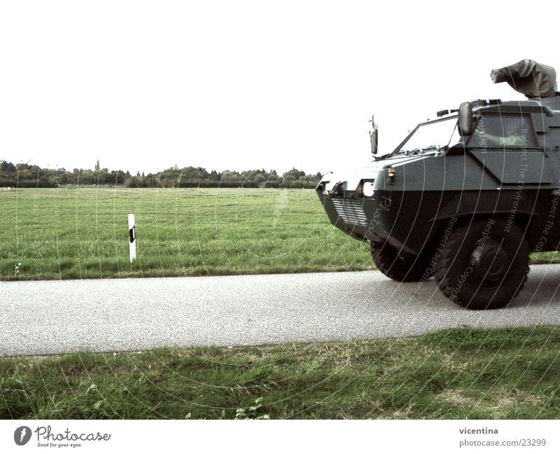 BGS Radpanzer Rollfeld Sicherheit Luftverkehr Bundesgrenzschutz gepanzert Flughafen Kontrolle Landebahn