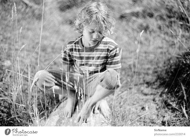 160 [am Flussufer] Kind Natur Jugendliche Sommer ruhig Wiese Frühling Junge Stein Kindheit sitzen frei einfach genießen Locken Wohlgefühl