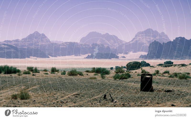Fata Morgana Ferien & Urlaub & Reisen Ferne Berge u. Gebirge Umwelt Natur Landschaft Pflanze Himmel Sommer Klima Dürre Sträucher Felsen Wüste Sand Düne Wadi Rum