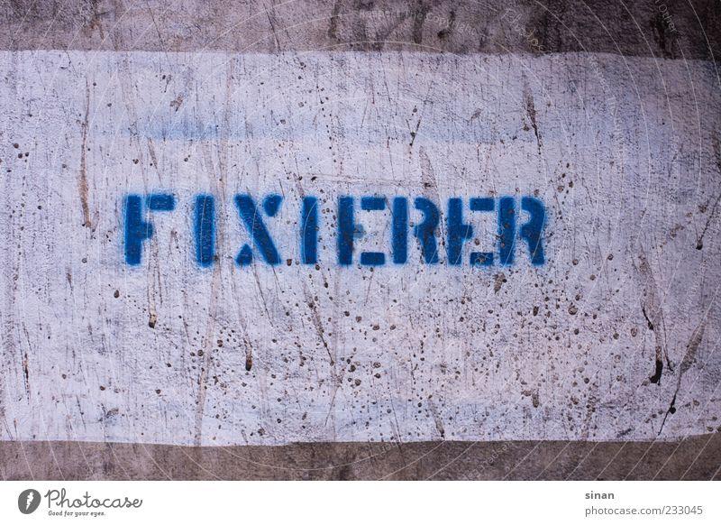 FIXIERER Arbeitsplatz Fabrik Schriftzeichen Schilder & Markierungen Graffiti alt einfach blau grau Chemie Fixierer Fotografie Schablonenschrift Betonwand Wand