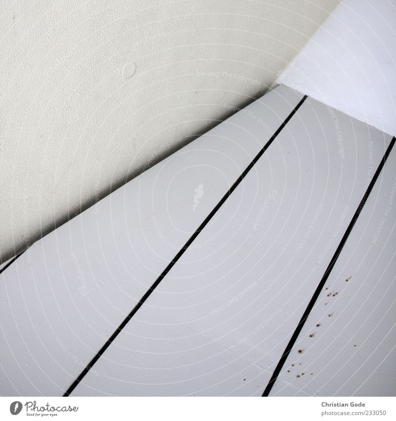 Ecke Haus weiß Decke Wand Fleck dreckig Linie graphisch diagonal schwarz Spitze Innenaufnahme abstrakt Muster Strukturen & Formen Menschenleer