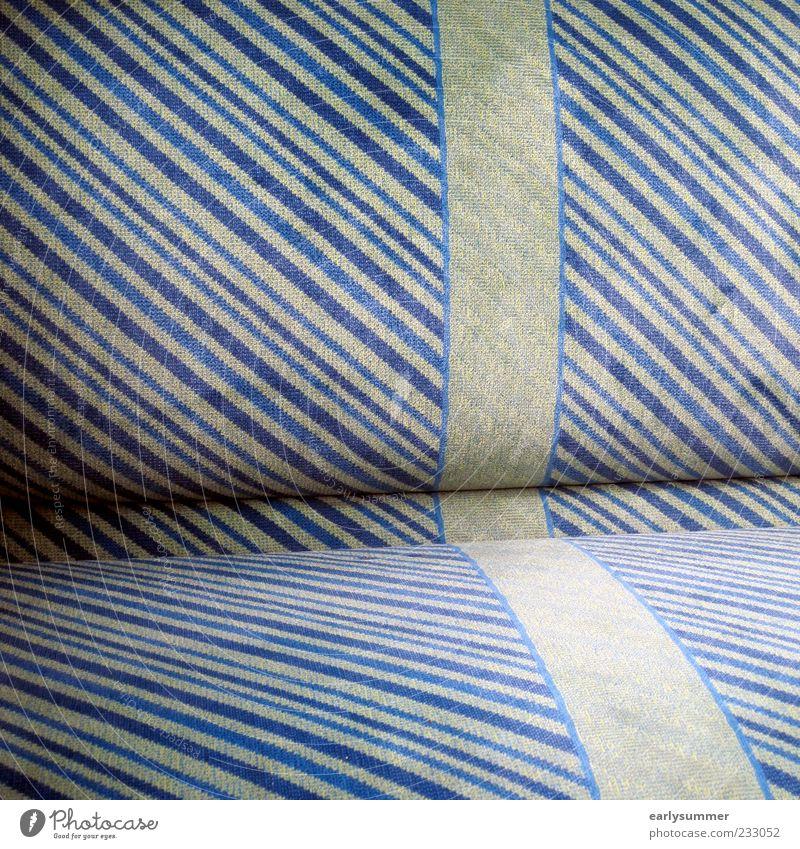Eine Reise alt blau grün Linie sitzen Design Eisenbahn Streifen Sitzgelegenheit gestreift Verkehrsmittel Straßenbahn Polster Öffentlicher Personennahverkehr Zugabteil Schatten