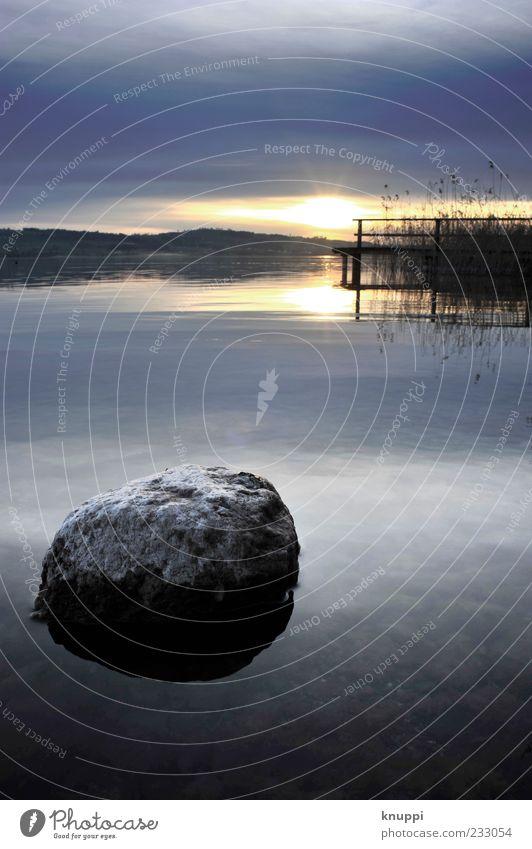 Stone harmonisch Erholung ruhig Umwelt Natur Landschaft Wasser Himmel Wolken Horizont Sonnenaufgang Sonnenuntergang Sonnenlicht See sempachersee Stein blau grau