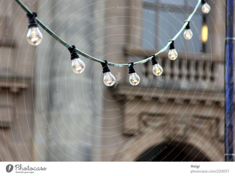 Energieverschwendung... alt Haus Umwelt Fenster Wand Architektur grau Stein Mauer Gebäude braun Beleuchtung Glas Fassade Ordnung Energiewirtschaft