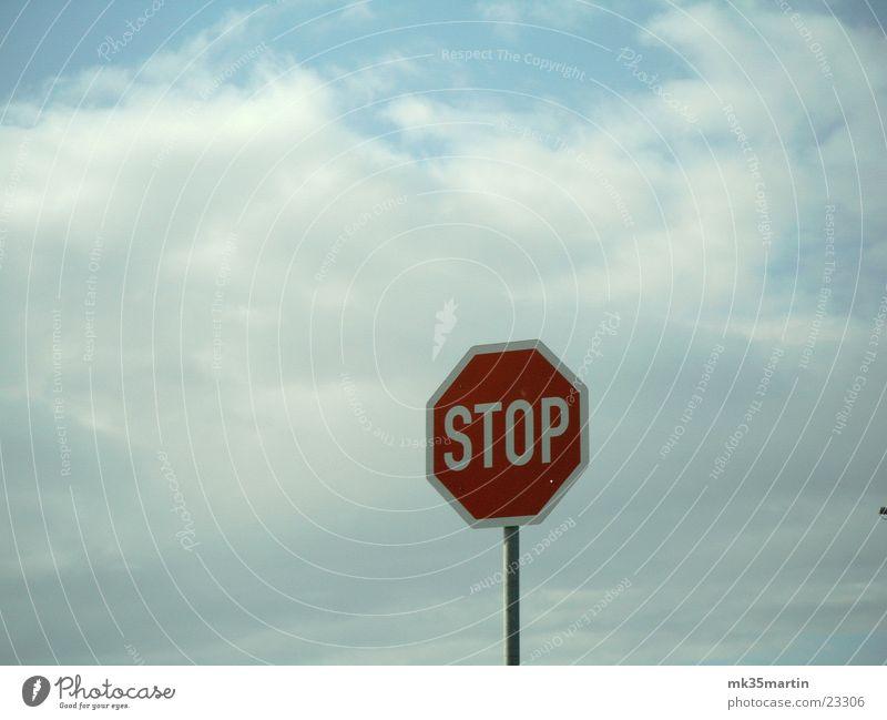 STOP! rot Wolken Schilder & Markierungen Dinge Zeichen Verkehrszeichen Stoppschild