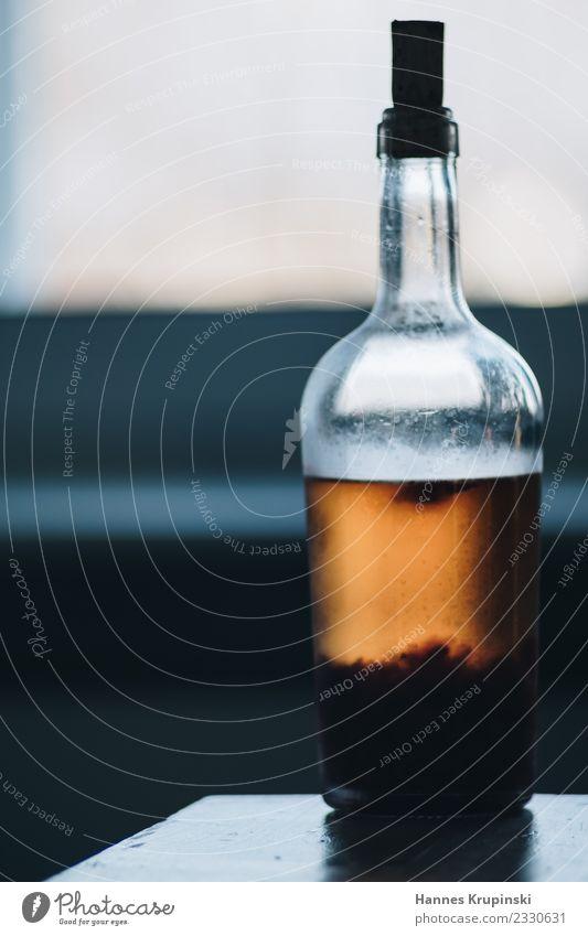 Bodensatz Lebensmittel Getränk Limonade Alkohol Spirituosen Longdrink Cocktail Flasche Korken Reichtum Tisch Nachtleben Bar Cocktailbar trinken Glas Wärme braun