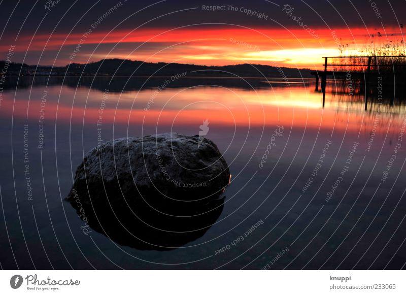 Sonnenuntergang am Sempachersee Himmel Natur blau Wasser rot Sonne Wolken schwarz Ferne Erholung Umwelt Landschaft See Horizont Felsen außergewöhnlich