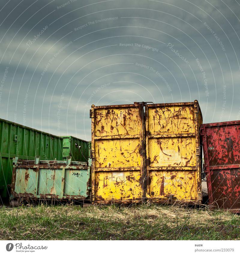 Metallica Industrie Handel Güterverkehr & Logistik Dienstleistungsgewerbe Umwelt Himmel Wiese Container Rost alt dreckig dunkel groß Ladung Containerterminal