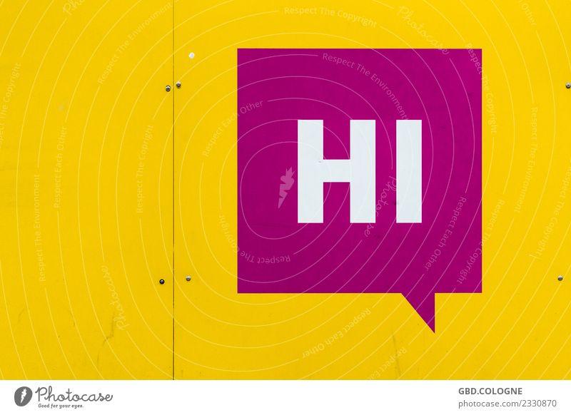 """Sag' doch mal """"Hi"""" gelb modern Schriftzeichen Schilder & Markierungen Hinweisschild Zeichen violett Typographie Köln Begrüßung Warnschild Sprechblase Hallo"""