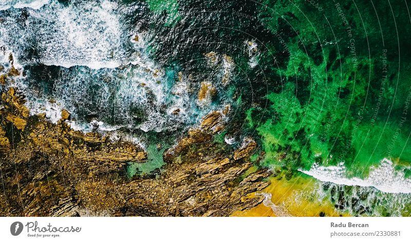 Luftaufnahme von der fliegenden Drohne der Meereswellen Umwelt Natur Landschaft Sand Wasser Sommer Wetter Schönes Wetter Hügel Felsen Wellen Küste Strand