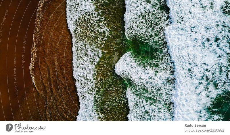 Luftaufnahme der Meereswellen, die am Strand erdrücken. Ferien & Urlaub & Reisen Sommer Wellen Umwelt Natur Landschaft Sand Wasser Wetter Schönes Wetter Insel