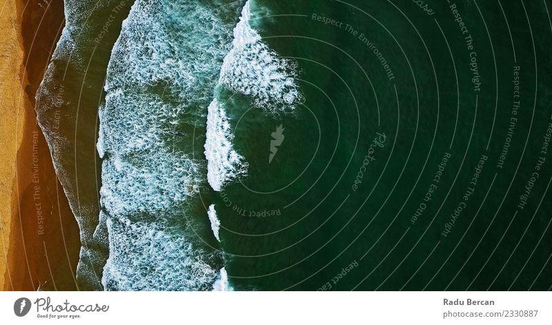 Luftaufnahme von der fliegenden Drohne der Meereswellen am Strand Umwelt Natur Landschaft Sand Wasser Sommer Schönes Wetter Wärme Wellen Küste