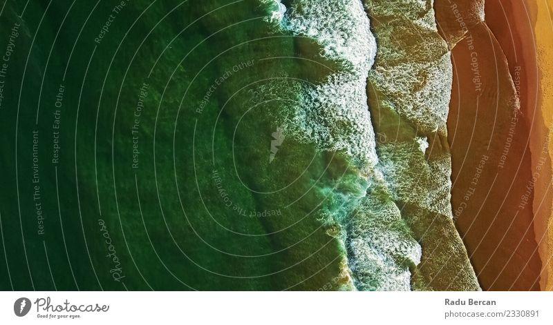 Luftaufnahme von der fliegenden Drohne der Meereswellen Umwelt Natur Landschaft Sand Wasser Sommer Wellen Küste Strand Bucht Insel einfach exotisch Ferne schön