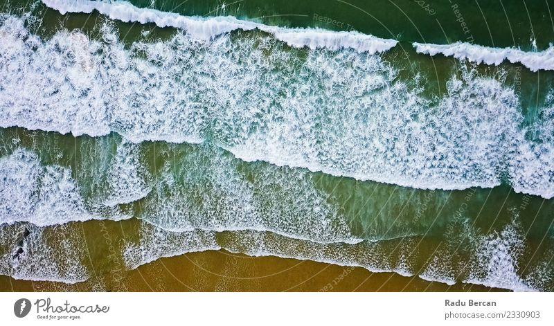 Luftaufnahme von der fliegenden Drohne der Meereswellen am Strand Umwelt Natur Landschaft Sand Wasser Sommer Schönes Wetter Wärme Wellen Küste einfach exotisch
