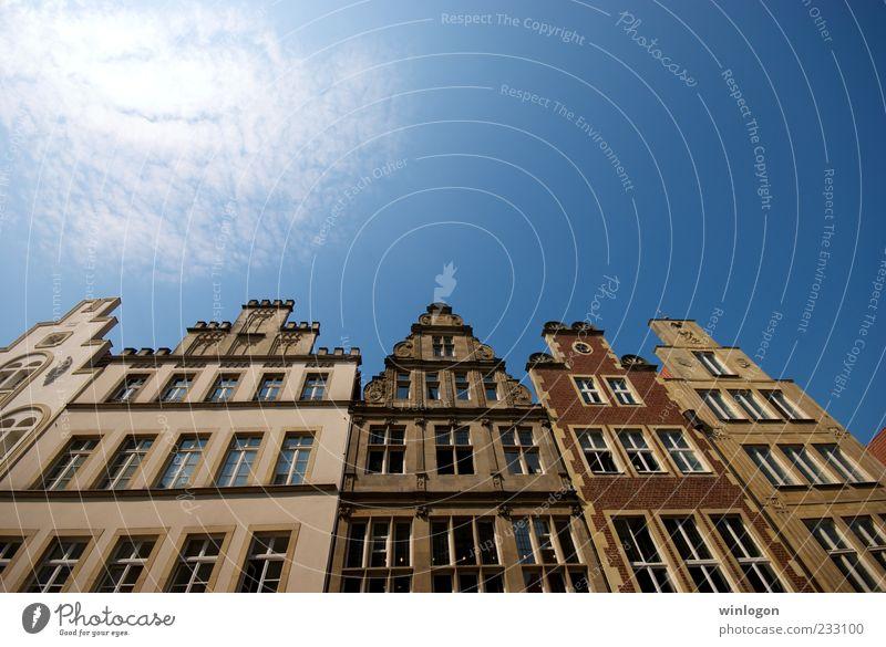 alt blau Stadt Sommer Ferien & Urlaub & Reisen Haus Straße Fenster Freiheit Architektur Gebäude Kunst Deutschland Fassade Ausflug laufen