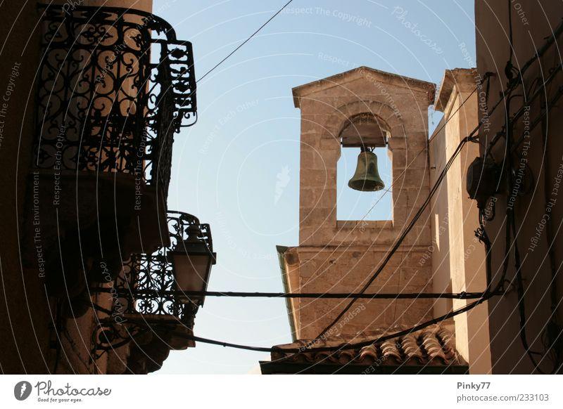 Wasser Sommer Stein Europa Kirche Turm Kultur Italien Dorf Hügel Balkon historisch Dom Sightseeing Glocke