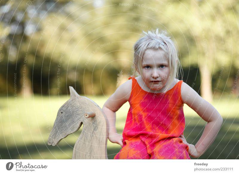 Wie? Ich bekomme kein echtes Ponny..? Mensch Kind Mädchen Leben Haare & Frisuren Holz außergewöhnlich Kopf blond sitzen Kindheit Arme Bekleidung Schönes Wetter