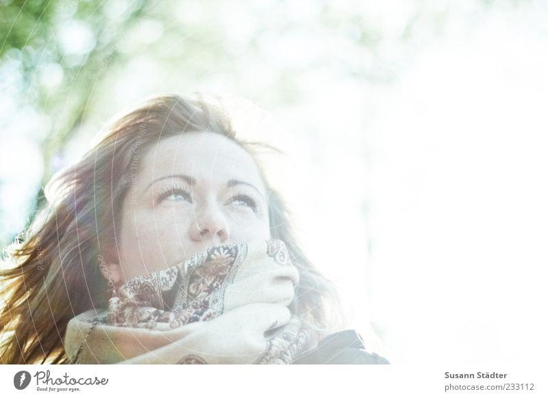 Suse Mensch Frau Jugendliche schön Gesicht feminin Kopf Haare & Frisuren hell Wind beobachten Sehnsucht genießen langhaarig blenden Sommersprossen
