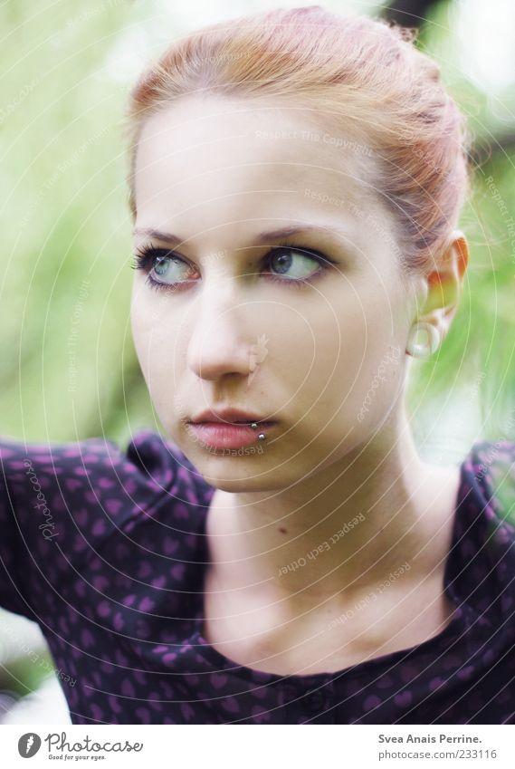 starr. feminin Junge Frau Jugendliche Haare & Frisuren Gesicht 1 Mensch 18-30 Jahre Erwachsene Piercing rothaarig beobachten außergewöhnlich einzigartig