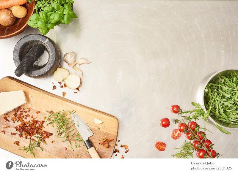 Zubereitung von Salat in der Gastroküche Lebensmittel Gemüse Salatbeilage Kräuter & Gewürze Essen Frühstück Mittagessen Abendessen Büffet Brunch Bioprodukte