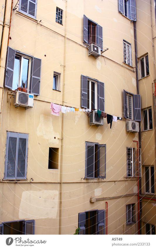 Klischee Ferien & Urlaub & Reisen Haus Fenster Wand Architektur Mauer Gebäude Fassade Armut Tourismus außergewöhnlich Italien Wäsche Rom Altstadt Wäscheleine