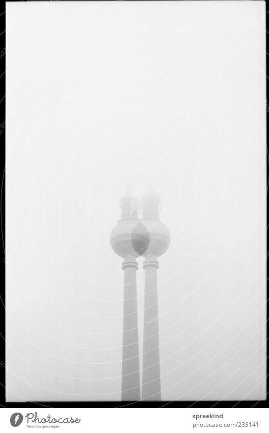 tv twin Architektur grau Nebel ästhetisch Wandel & Veränderung Turm Wahrzeichen Rahmen silber Berlin-Mitte Symmetrie Hauptstadt Berliner Fernsehturm Fernsehturm Berlin doppelt gemoppelt