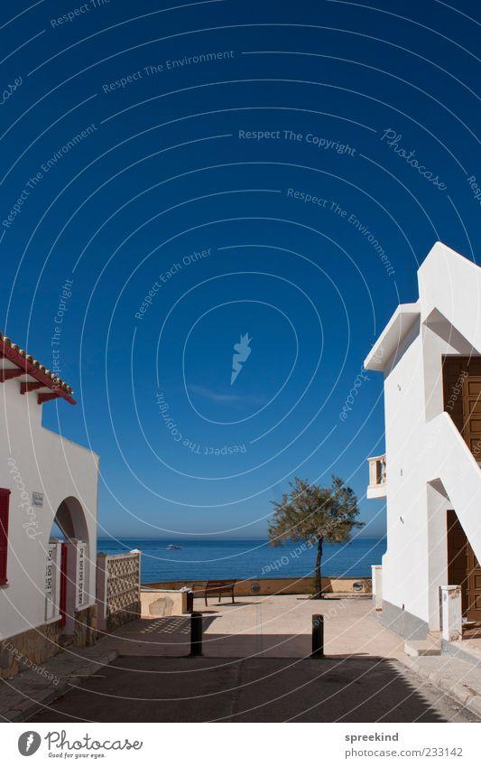 sunny dead end weiß Ferien & Urlaub & Reisen Sommer Meer Haus Ferne Erholung Architektur Gebäude Horizont Zufriedenheit Reisefotografie Idylle Dorf Spanien