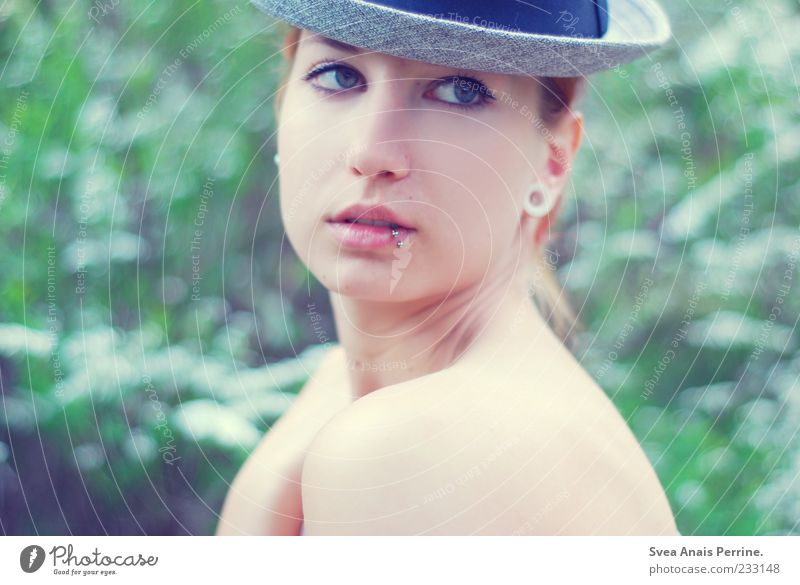 behüte,dich :) Lifestyle elegant Stil feminin Junge Frau Jugendliche Haut Kopf Gesicht 1 Mensch 18-30 Jahre Erwachsene Mode Hut Accessoire dünn schön Piercing