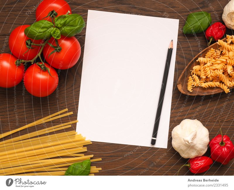 Rezeptzettel für Pasta mit Zutaten Lebensmittel Gemüse Kräuter & Gewürze Bioprodukte Italienische Küche Notebook lecker gelb Gesundheit top view view from above