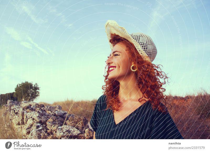 Mensch Natur Jugendliche Junge Frau Sommer schön Sonne Freude 18-30 Jahre Erwachsene Lifestyle Gesundheit feminin Stil Haare & Frisuren Feld
