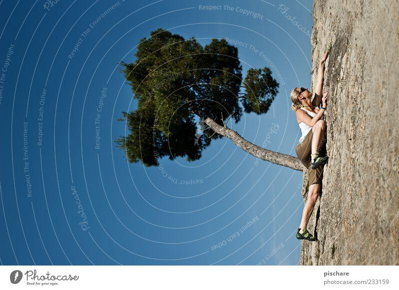 Free Solo Himmel Jugendliche Baum Sommer Erwachsene Sport Berge u. Gebirge Freizeit & Hobby Felsen Abenteuer außergewöhnlich Coolness bedrohlich 18-30 Jahre Klettern Junge Frau