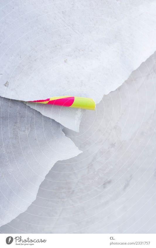 print's not dead Medienbranche Werbebranche Printmedien Papier Plakat Plakatwand Druckerzeugnisse alt ästhetisch kaputt gelb rosa weiß Design einzigartig Ende
