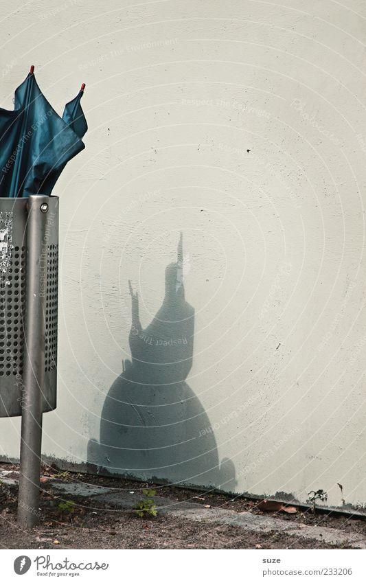 Onkel Fritz hat nen Vogel Mauer Wand Regenschirm authentisch außergewöhnlich einfach lustig Müll Phantasie Papierkorb Schattenspiel Silhouette kaputt