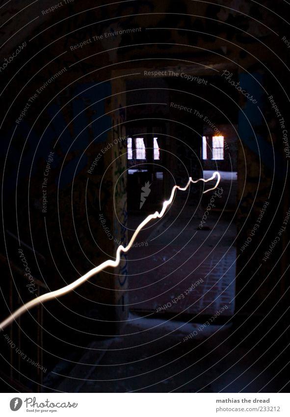 FOLGE DEM LICHT dunkel kalt Fenster Wand Graffiti Mauer Gebäude Lampe Tür elegant Treppe außergewöhnlich verrückt Schriftzeichen leuchten Wandel & Veränderung