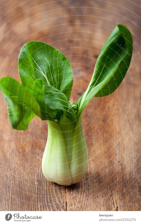 Pak Choi grün Essen Holz Lebensmittel braun Ernährung frisch stehen Idee einzeln Sauberkeit lecker Gemüse Asien gut Bioprodukte