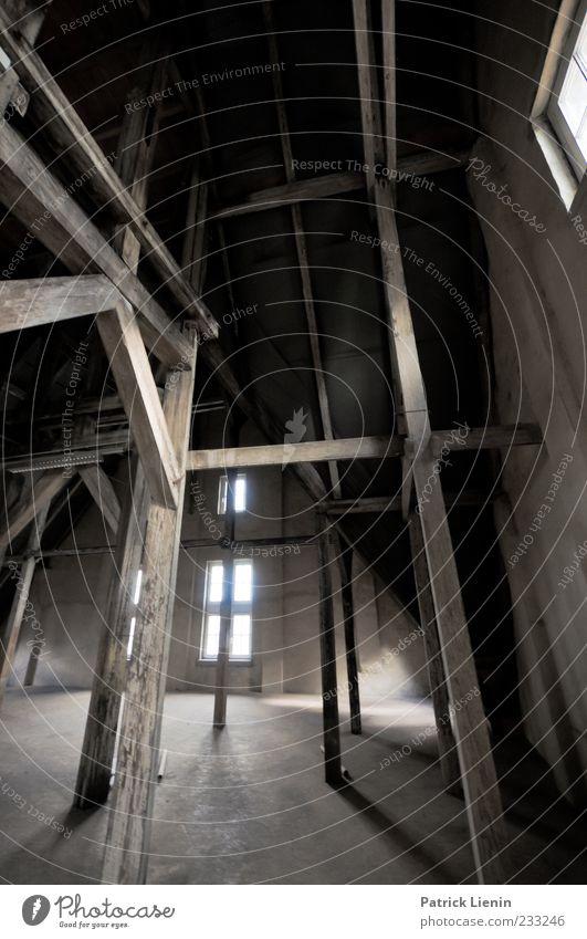 Geisterhaus Fenster Holz alt ästhetisch dreckig dunkel gruselig hell hoch Einsamkeit geheimnisvoll Identität Inspiration Perspektive träumen Vergangenheit
